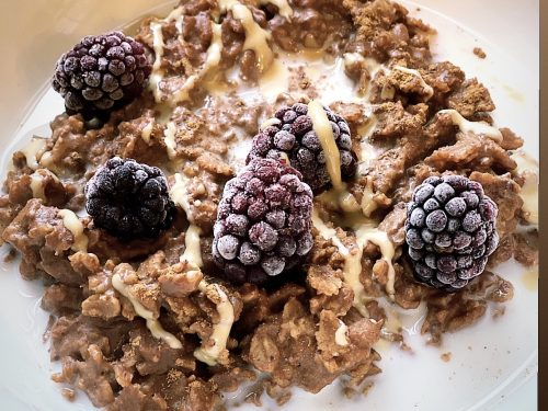 Try this chocolatey tahini oats with blackberries