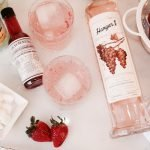 rose´ vodka cocktail with strawberries